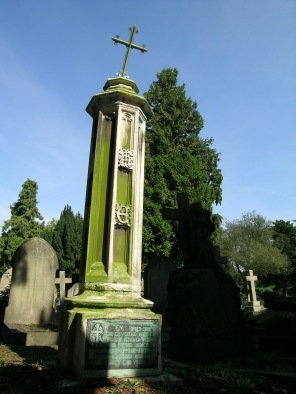 new-southgate-crematorium-and-cemetery_2875986007_o