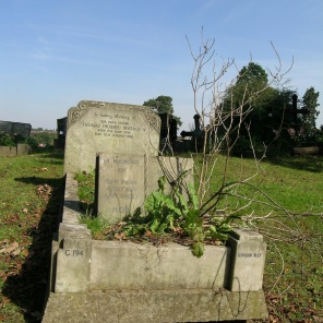 new-southgate-crematorium-and-cemetery_2887541575_o