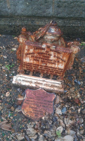 walthamstow-cemetery-queens-road_6073373510_o